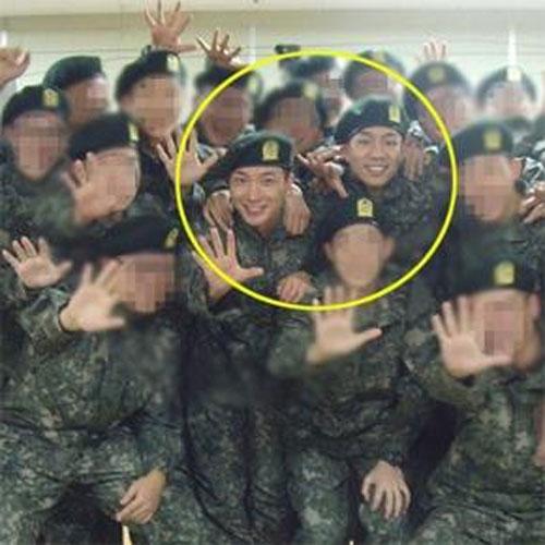 Hình ảnh đầu tiên của Leeteuk (Suju) trong quân ngũ 1