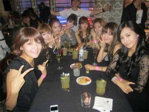 SNSD cho Seohyun ở nhà khi ra ngoài tiệc tùng? 1
