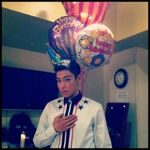G-Dragon tung ảnh mừng sinh nhật T.O.P 1