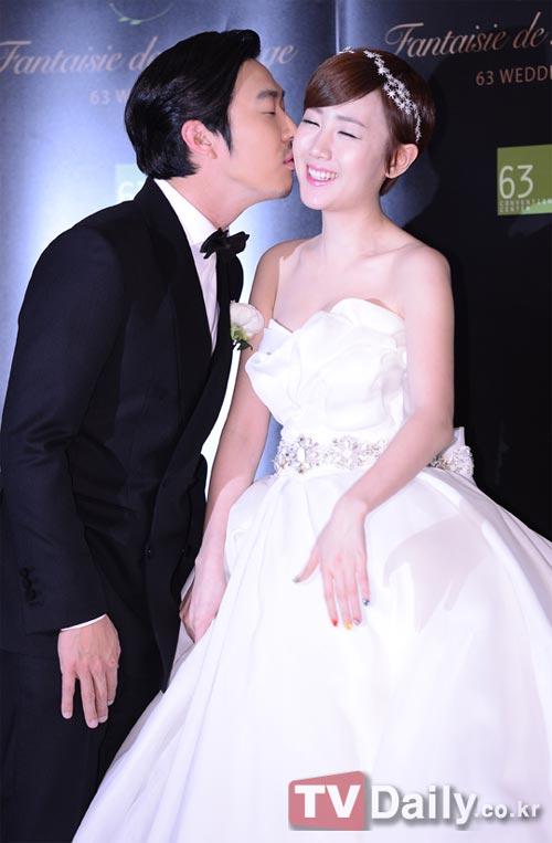 """Loạt sao Hàn dự đám cưới của thành viên """"Running Man"""" 5"""