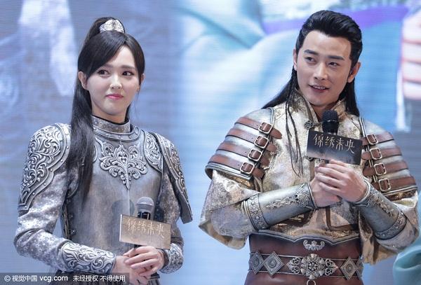 Đường Yên và La Tấn trong buổi ra mắt phim Cẩm tú vị ương.