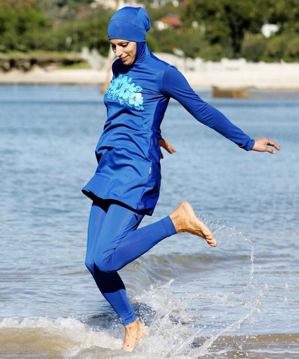 Đây là trang phục dạo phố? Không đâu, nó thực ra là áo tắm của phụ nữ Hồi giáo - Ảnh 1.