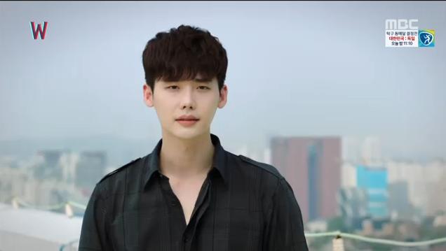 W - Two Worlds: Tự tử quá nhiều, Lee Jong Suk quên mất cả vợ Hyo Joo? - Ảnh 1.