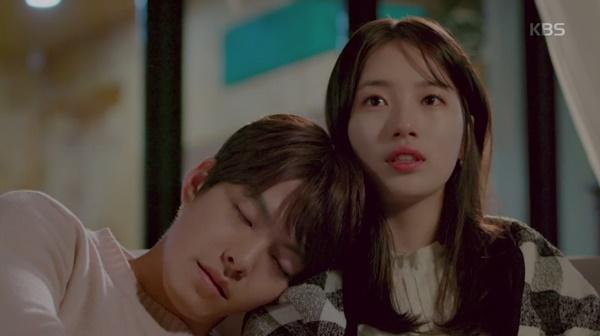 """""""Yêu Không Kiểm Soát"""" tập cuối: Kim Woo Bin ngủ thiếp mãi mãi trên vai Suzy - Ảnh 3."""