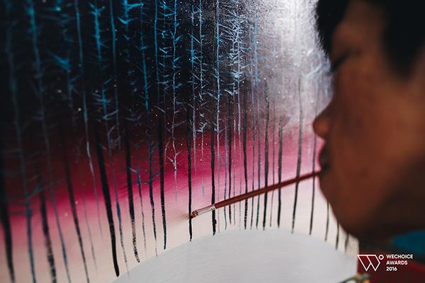 Từ cậu bé khuyết tật ở làng Hòa Bình đến họa sĩ vẽ tranh bằng miệng trong phim tài liệu tranh giải Oscar 2016 - Ảnh 3.
