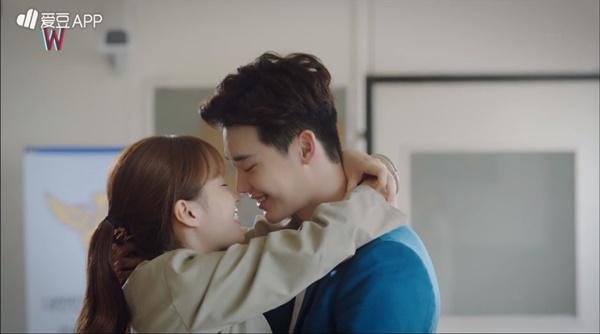 """""""W"""" tập 7: Sau nụ hôn sâu, Han Hyo Joo một bước thành vợ Lee Jong Suk - Ảnh 4."""