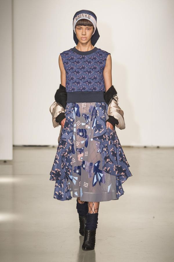 Đỗ Hà sải bước trong show diễn mở màn Tuần lễ thời trang Milan - Ảnh 3.