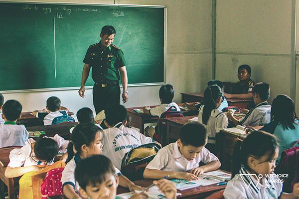 Lớp học 0 đồng nằm giữa biển của thầy giáo bị ung thư máu và tụi con nít nghèo - Ảnh 8.