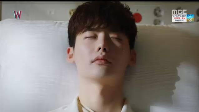 W - Two Worlds: Tự tử quá nhiều, Lee Jong Suk quên mất cả vợ Hyo Joo? - Ảnh 7.