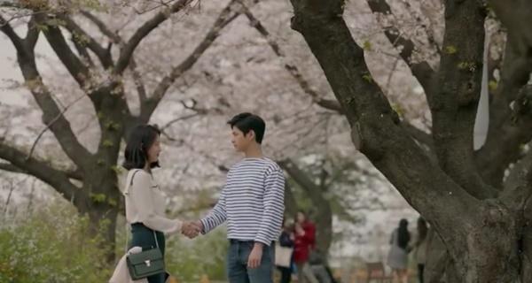 """""""Yêu Không Kiểm Soát"""" tập cuối: Kim Woo Bin ngủ thiếp mãi mãi trên vai Suzy - Ảnh 12."""