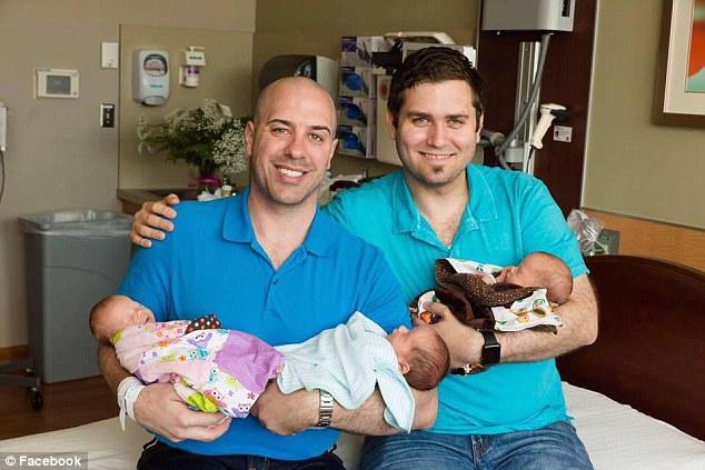 Cấy 2 phôi vào người mang thai hộ, cặp đôi đồng tính nhận kết quả không thể bất ngờ hơn - Ảnh 1.