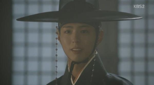 """""""Moonlight"""": Thế tử Park Bo Gum tự tay cắt đứt vòng hẹn ước với Kim Yoo Jung - Ảnh 1."""