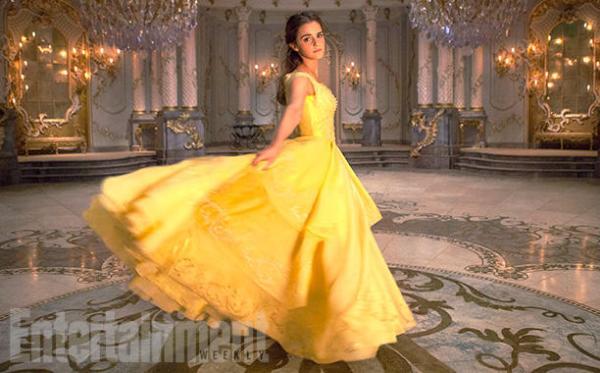 Emma Watson đẹp lộng lẫy với chiếc váy vàng thần thánh trong Beauty and the Beast - Ảnh 1.