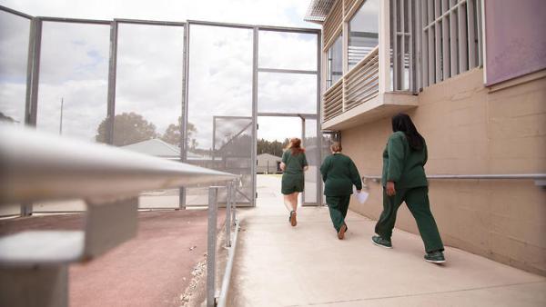 Cuộc sống sau song sắt của những nữ tội phạm nguy hiểm nhất thế giới ở Úc - Ảnh 1.