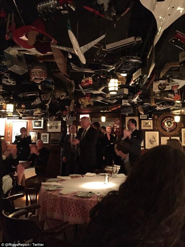 Ông Donald Trump bí mật cùng vợ và các con ăn tối ở Manhattan - Ảnh 1.