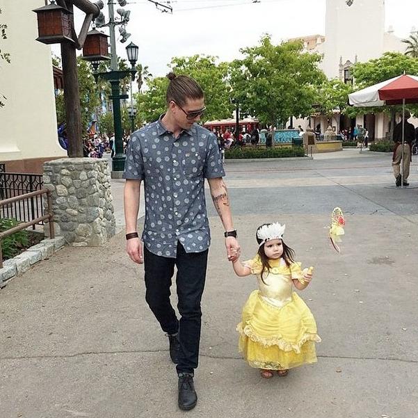Bạn sẽ thấy vui vẻ hơn bao giờ hết khi xem bộ ảnh bố đưa con đi chơi công viên siêu đáng yêu này! - Ảnh 3.