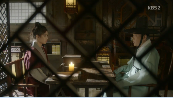 """Moonlight: """"Chô-ha"""" Park Bo Gum bị cận thần bất ngờ kề dao vào cổ - Ảnh 12."""