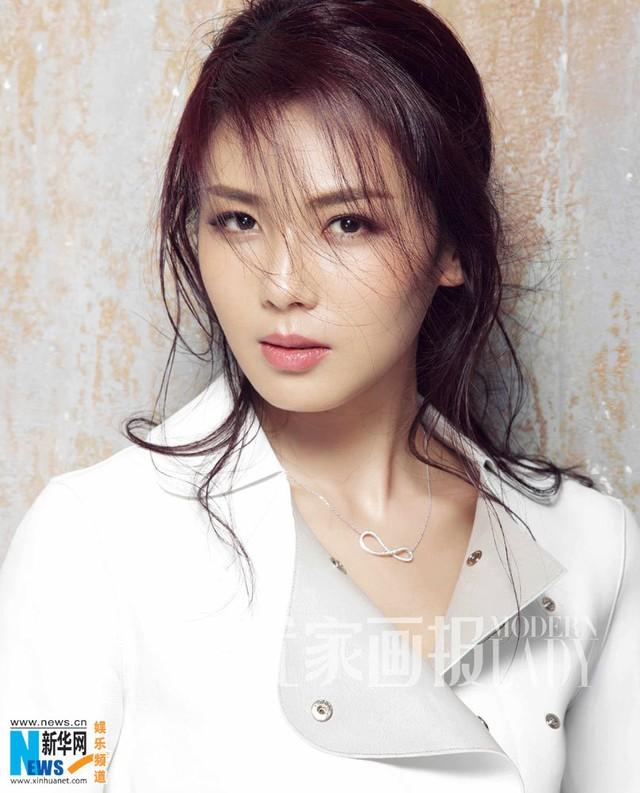 7 mỹ nhân Hoa ngữ khiến fan muốn cướp về làm vợ nhất làng giải trí - Ảnh 3.