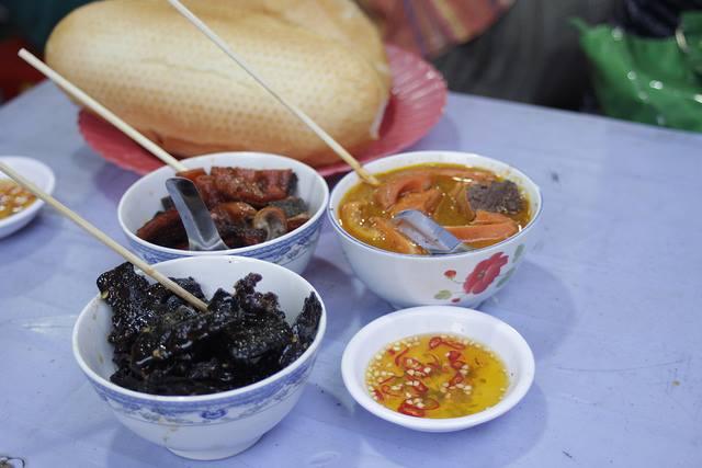 Đi ăn phá lấu ở 3 hàng đã ngon lại còn rẻ ở Sài Gòn - Ảnh 17.