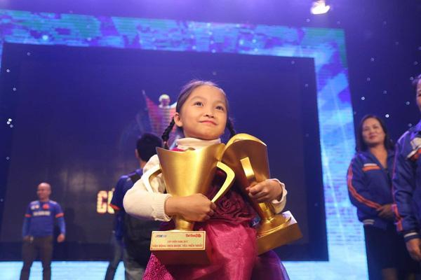 Kỳ thủ Cẩm Hiền 9 tuổi đã có tài khoản nửa tỷ - Ảnh 1.