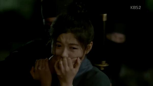 """""""Moonlight"""": Thế tử Park Bo Gum tự tay cắt đứt vòng hẹn ước với Kim Yoo Jung - Ảnh 15."""