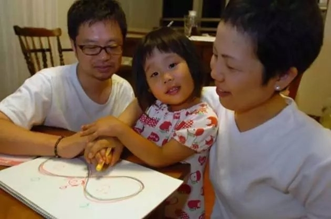 Cô bé 4 tuổi bị mẹ ép phải làm mọi việc nhà và nguyên nhân phía sau sẽ khiến bạn rơi lệ - Ảnh 5.