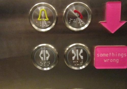 Nút bấm trên thang máy có những vân nổi để làm gì? - Ảnh 2.