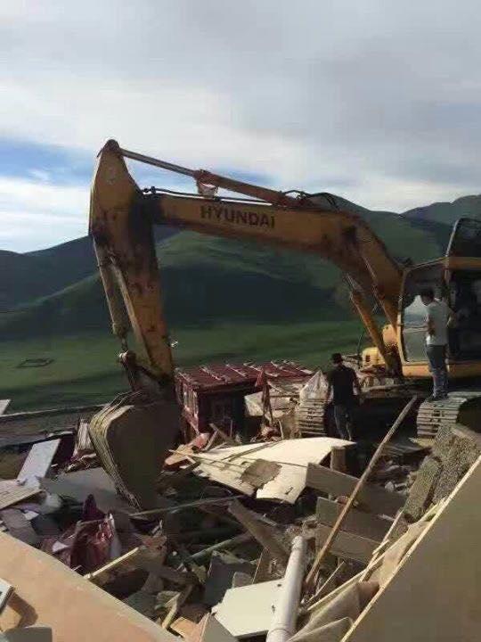 Trung Quốc phá dỡ nhà cửa ở học viện Phật giáo lớn nhất thế giới - Ảnh 2.