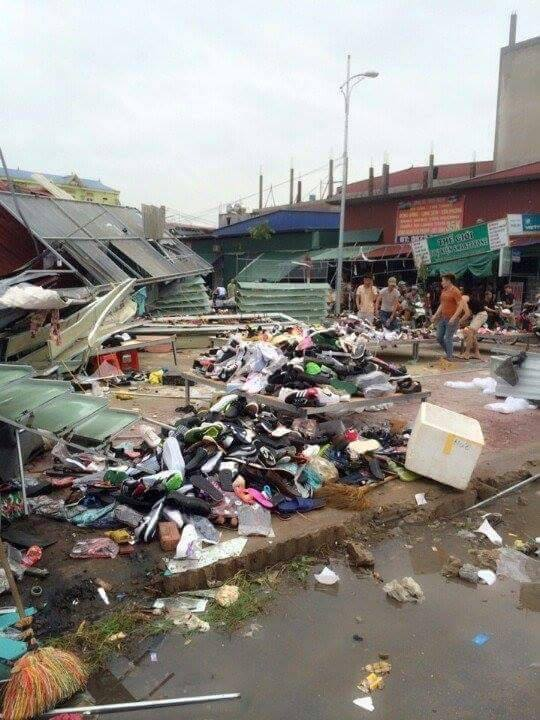 Clip vòi rồng thổi bay hàng chục mái nhà ở thành phố Bắc Ninh - Ảnh 7.