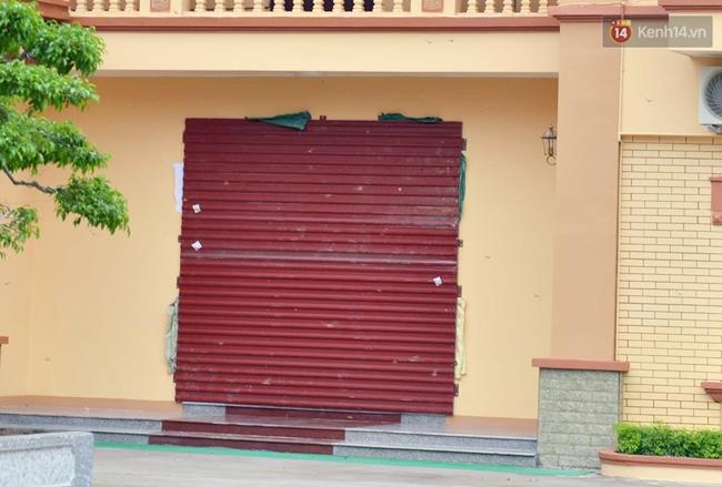 Người dân Nam Định gia cố nhà cửa, đắp bao tải cát trước nhà ứng phó với bão số 3 - Ảnh 7.