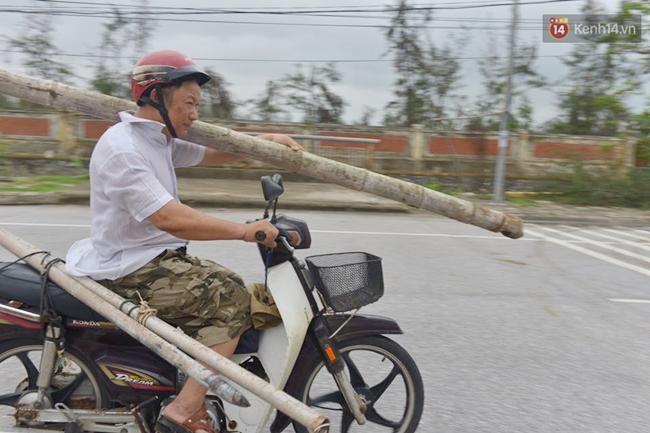 Người dân Nam Định gia cố nhà cửa, đắp bao tải cát trước nhà ứng phó với bão số 3 - Ảnh 3.