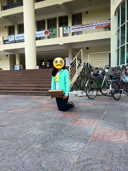 Hình ảnh hot nhất ngày: Cô gái quỳ giữa sân trường, ôm tấm biển Em xin lỗi, em đã phản bội anh - Ảnh 3.