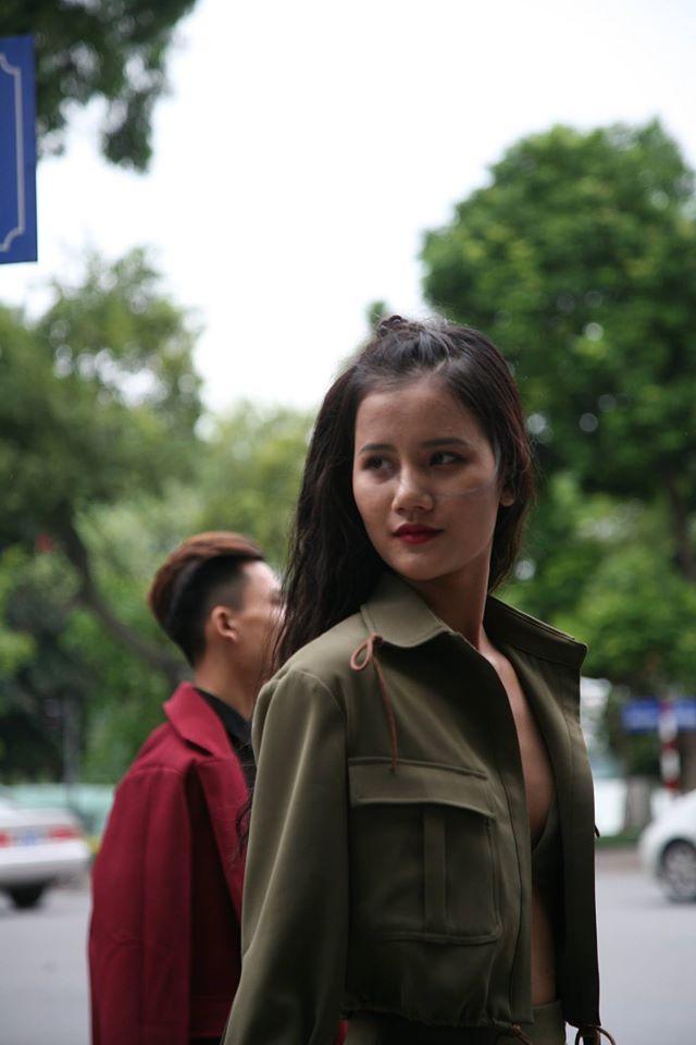 Nhân vật đặc biệt nhất Vietnam International Fashion Week: 82 tuổi vẫn chụp street style nhiệt tình - Ảnh 16.
