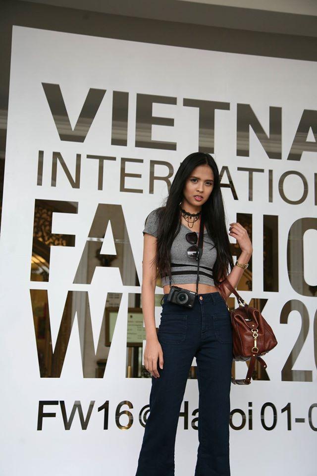 Nhân vật đặc biệt nhất Vietnam International Fashion Week: 82 tuổi vẫn chụp street style nhiệt tình - Ảnh 15.