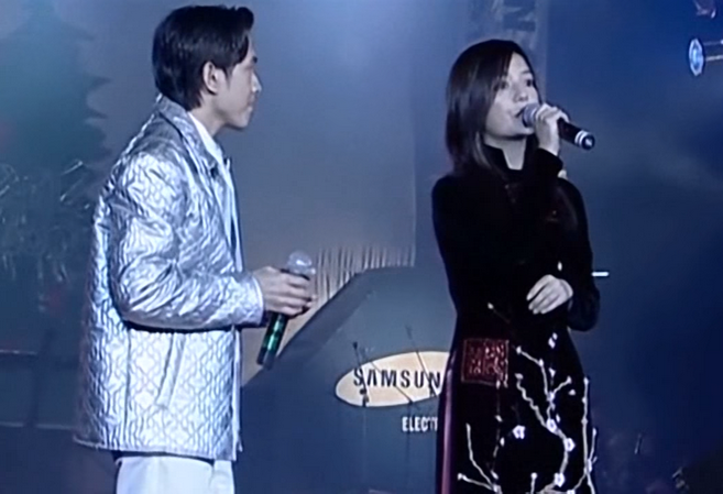 Ngắm các mỹ nhân thế giới đẹp dịu dàng trong tà áo dài Việt Nam - Ảnh 20.