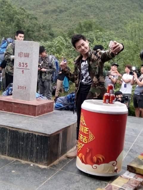 Rộ hình ảnh Lâm Chí Dĩnh, Quách Phú Thành cùng dàn sao nam đình đám Cbiz có mặt tại Cao Bằng, Việt Nam - Ảnh 3.