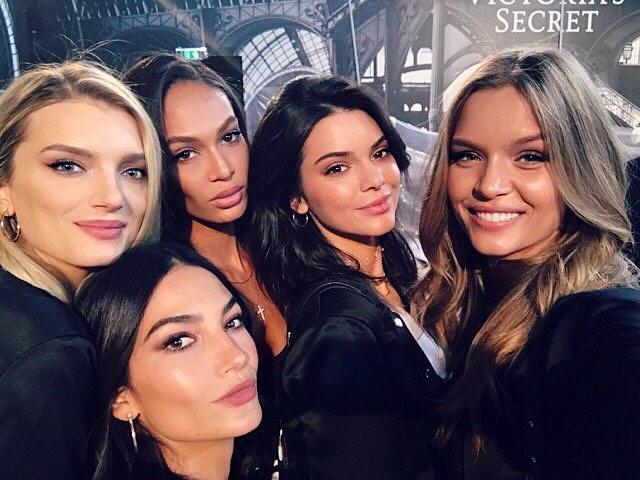 Dàn mẫu Victoria's Secret cấm Kendall Jenner dẫn cô em rác rưởi Kylie đến show diễn? - ảnh 1