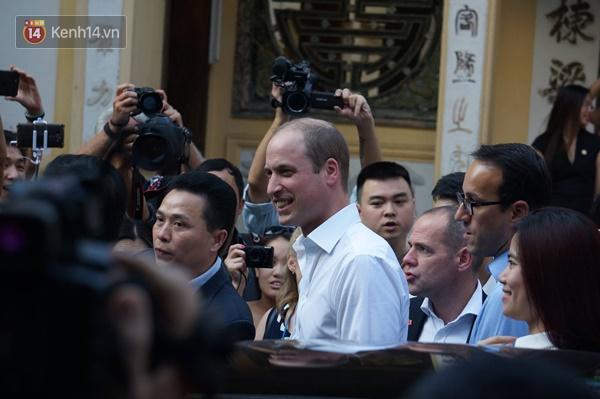 Hoàng tử Anh William ngồi vỉa hè uống cà phê phố cổ Hà Nội với Hồng Nhung, Thanh Bùi, Xuân Bắc - Ảnh 9.