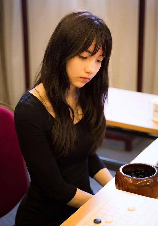 Cô nàng kỳ thủ Trung Quốc xinh xắn như thiên thần trong truyện tranh - Ảnh 12.