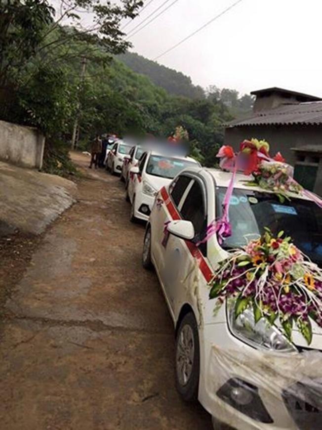 Đám cưới đón dâu bằng đoàn xe taxi cực dễ thương