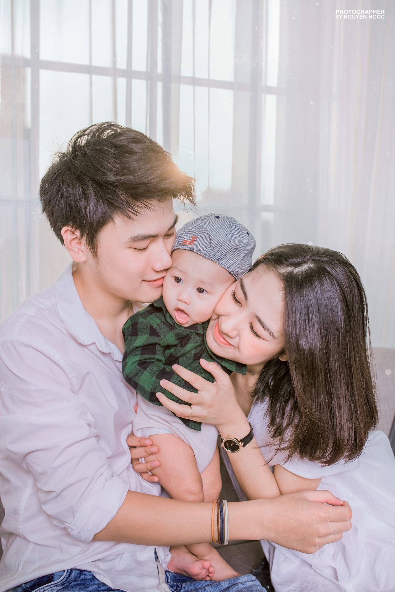 Ảnh gia đình siêu đáng yêu của cặp đôi ai cũng thích Trang Lou - Tùng