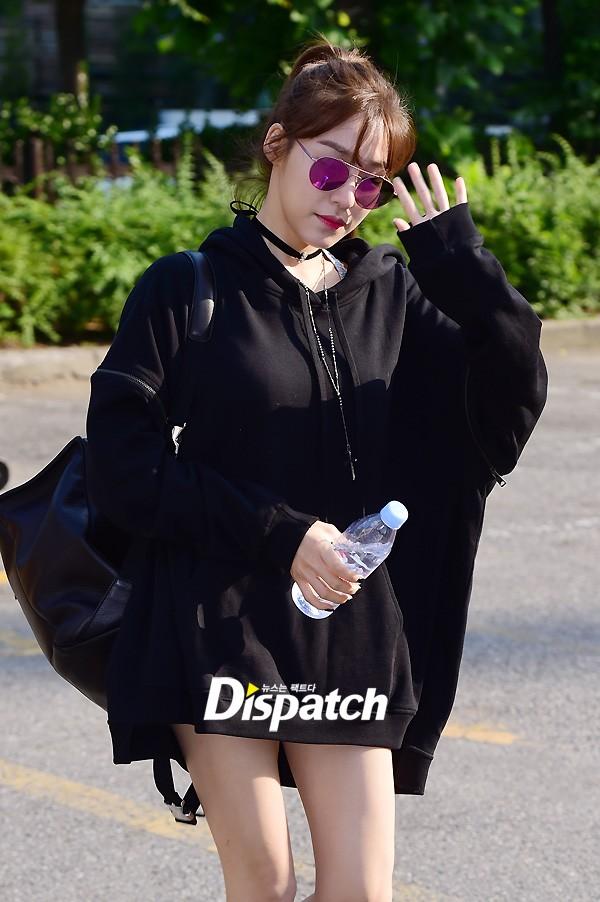 Tiffany (SNSD) cùng Hani (EXID) khoe chân nuột nà trắng ngần trước thềm Music Bank - Ảnh 3.