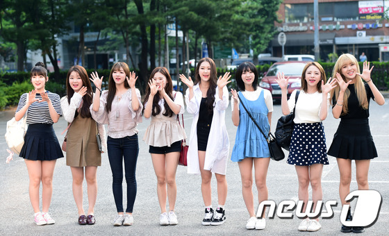 Tiffany (SNSD) cùng Hani (EXID) khoe chân nuột nà trắng ngần trước thềm Music Bank - Ảnh 14.
