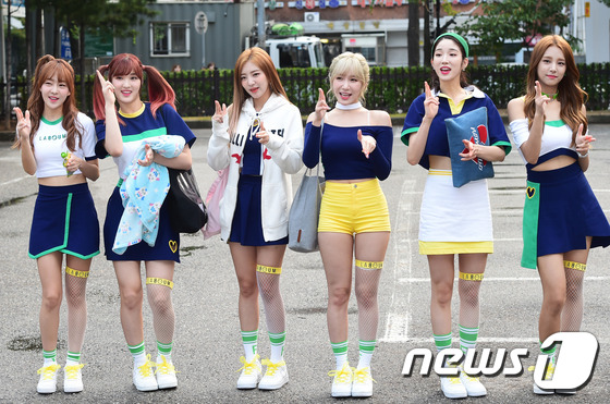 Irene đẹp xứng danh nữ thần, Red Velvet rực rỡ bên dàn thần tượng Kpop - Ảnh 13.