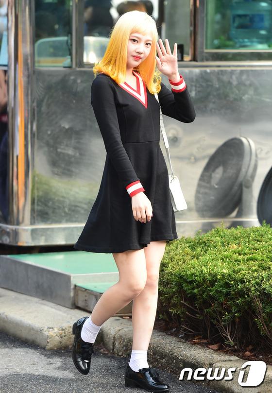 Irene đẹp xứng danh nữ thần, Red Velvet rực rỡ bên dàn thần tượng Kpop - Ảnh 8.