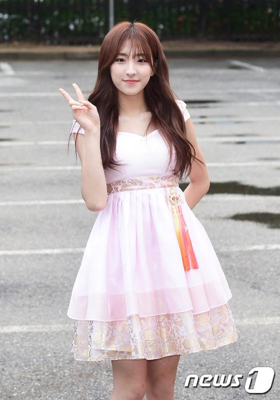 Irene đẹp xứng danh nữ thần, Red Velvet rực rỡ bên dàn thần tượng Kpop - Ảnh 17.