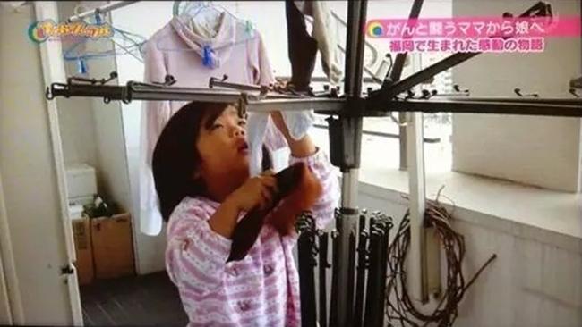 Cô bé 4 tuổi bị mẹ ép phải làm mọi việc nhà và nguyên nhân phía sau sẽ khiến bạn rơi lệ - Ảnh 10.