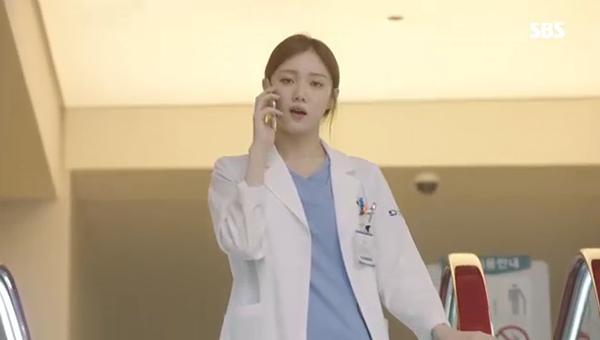 Doctors: Ngày Lee Sung Kyung chơi đểu Park Shin Hye cuối cùng cũng đến - Ảnh 4.