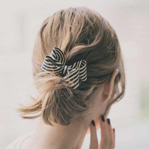 Với 4 cách tạo kiểu này, mái tóc ngắn của bạn sẽ không còn là ác mộng ngày hè nữa - Ảnh 4.