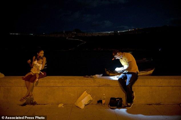 Trào lưu câu cá bằng bao cao su ở Cuba - Ảnh 6.